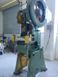 供应苏州上海齿轮机冲床光电保护器可上门改装降低危险系数防压手