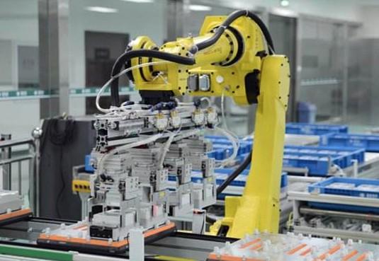 前10月我国工业机器人产量首破10万台