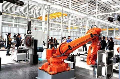山东智能制造崛起 年产8万台机器人