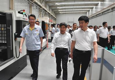 咸阳市党政代表团莅临宝鸡伟徳国际娱乐首页网址参观