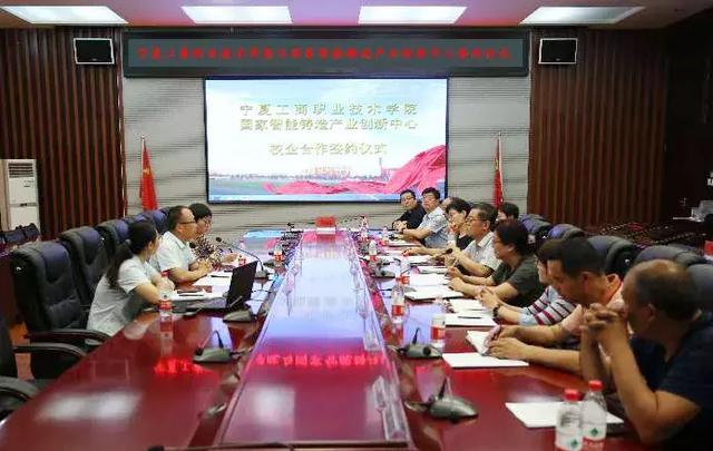 杨军总经理和关世春校长分别发表了精彩讲话