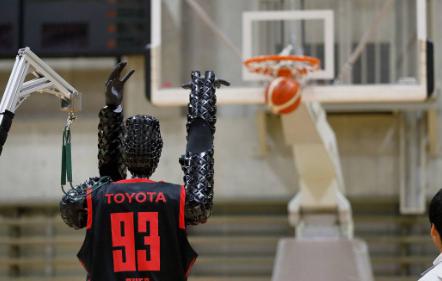 丰田篮球机器人创造2020次罚球世界纪录