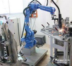 供应铝件焊接机器人 东莞焊接机器人那�ξ锝渲讣�成商