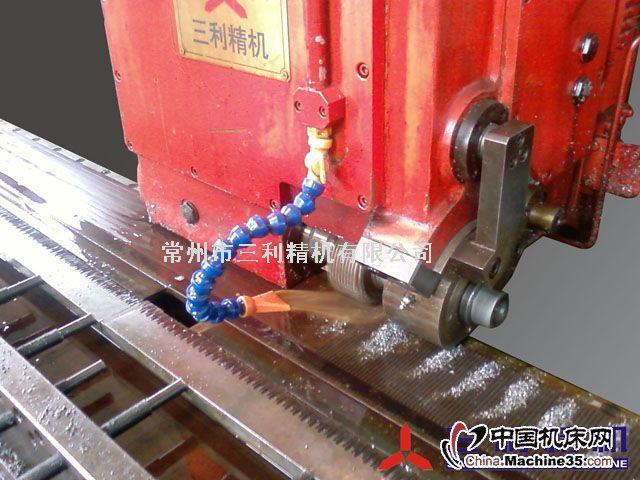 工作台(x轴)导轨采用液压夹紧图片