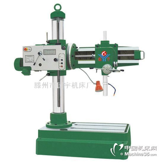 Z3132(B)万向摇臂钻床Z3132型移动万向摇臂钻床,可以做钻孔、扩孔、镗孔、铰孔、刮平面、攻螺纹和其他类似的工作,适用于各类机器制造业中加工中小型零件,也适用于修理车间。我厂产品在普通Z3132(B)移动万向摇臂钻床基础上增加了水箱和冷却泵,也可在底座上安装地轮(根据客户需要),这大大方便了用户的使用、维修和搬运。规格与参数Z3132,Z3132B钻孔最大直径mm31.
